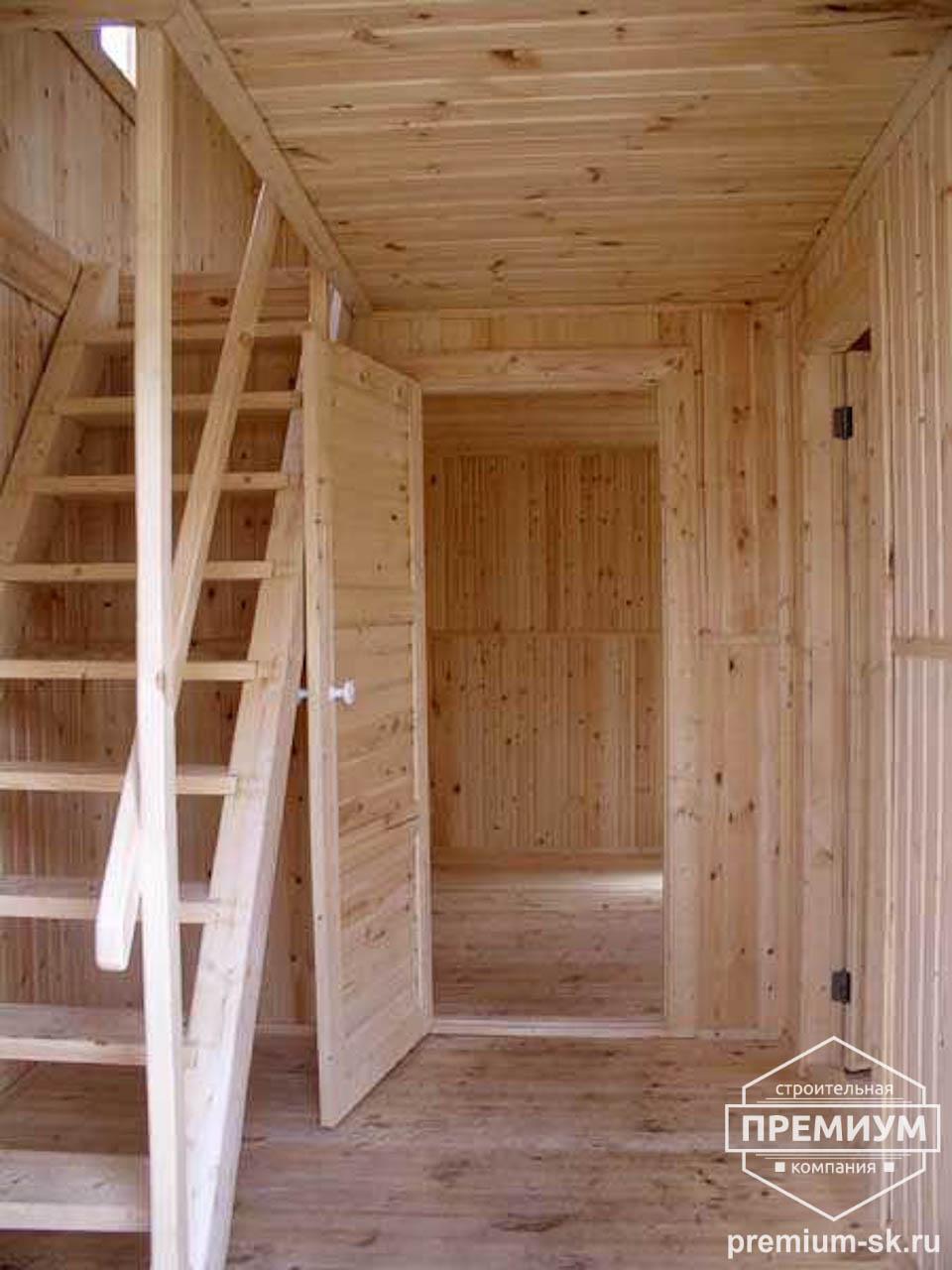 Дизайн лестницы на мансарду через веранду