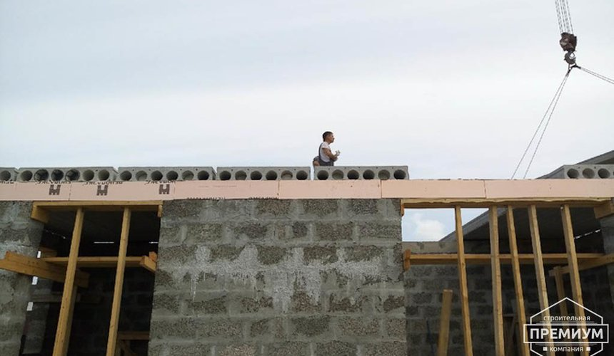 Строительство коттеджа из бризолита в Горном щите 8