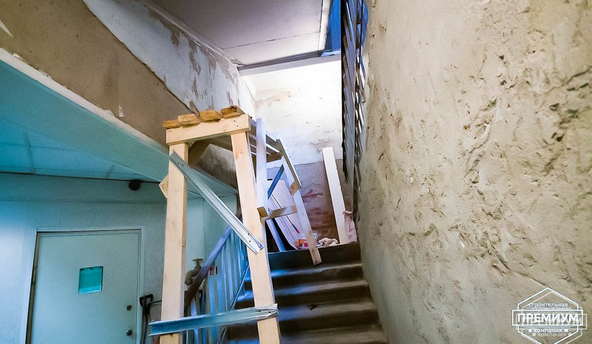 Ремонт лестничной клетки в офисном здании по ул. Шаумяна 23